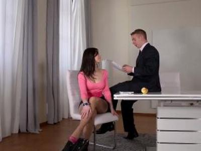 Em thư ký váy hồng vú bự mông to và xếp